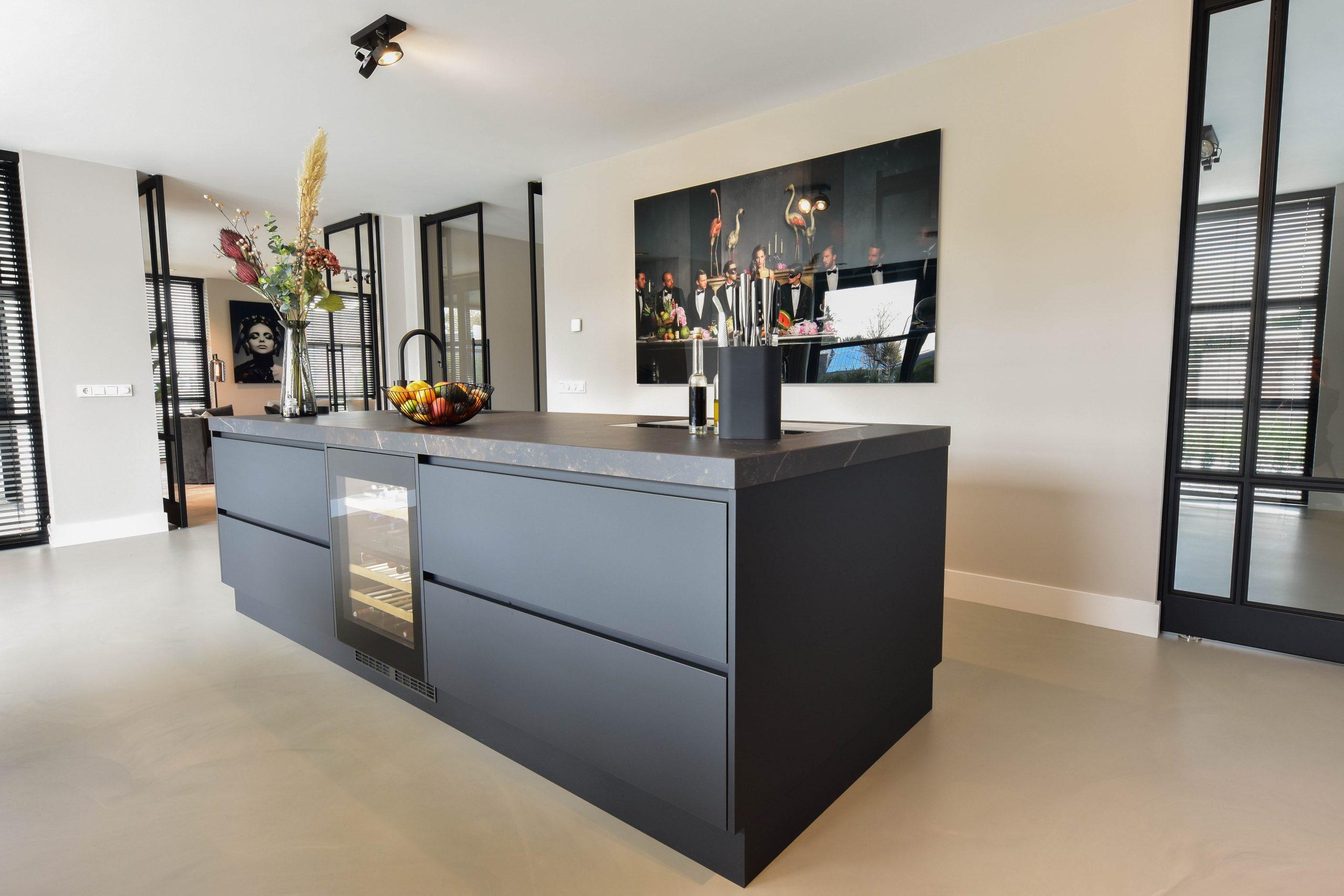 Moderne keuken mat zwart - Lemmens interieurs